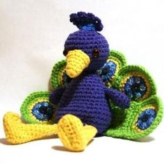 Amigurumi Peacock - could do the peacock feathers like the butterfly wings -a circle folded in half, could even stitch and stuff. Peacock Crochet, Crochet Birds, Crochet Animals, Crochet Crafts, Yarn Crafts, Crochet Projects, Crochet Baby, Knit Crochet, Peacock Pattern