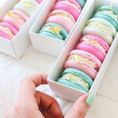 {{ box of macarons /