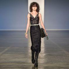 Mais uma da parceria hoje apresentada nas passarelas no São Paulo Fashion Week. O resultado da coleboração entre @alargarconne (marca comandada pelos queridos @_fabiosouza_ e @alexandreherchcovith) e a @escudero ficou linda de morreeer. Obrigado à todos os envolvidos!