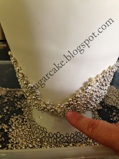 Viva La Cake I Blog: how to add pearls to a cake