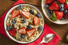 Oatmeal diet: How to lose 5 kg in 7 days (incl. Diet Haferflocken-Diät: So verlierst Du 5 Kg in 7 Tagen (inkl. Diätplan) – Foodgroove Oatmeal diet: How to lose 5 kg in 7 days (incl. Healthy Carbs, Healthy Snacks, Healthy Eating, Healthy Brunch, High Fiber Snacks, Oatmeal Diet, Savory Oatmeal, Oatmeal Recipes, Vegan Protein Sources