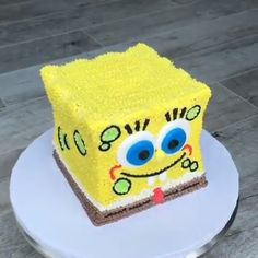 SpongeBob Cake Everybody's favorite character, this time as a cake🧽🎂  Credit: Cake Decorating Videos, Cake Decorating Techniques, Baking Cupcakes, Cupcake Cakes, Spongebob Chocolate, First Communion Cakes, Paris Cakes, Book Cakes, Character Cakes