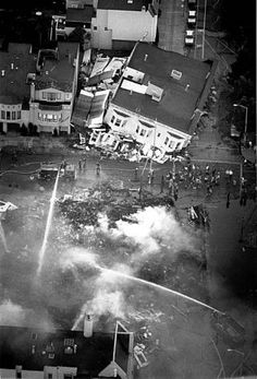 The Marina district of San Francisco had problems getting water to fight the fires on several buildings after the Loma Prieta earthquake, 1989. Photo: Deanne Fitzmaurice, The Chronicle