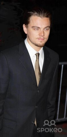 """Photo by: Walter Weissman STAR MAX, Inc. - copyright 2002. 12/9/02 Leaonardo DiCaprio at the premiere of """"Gangs Of New York"""". (NYC)"""