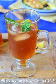 Thé Glacé a la menthe / How to make ice tea Juice Drinks, Cocktail Drinks, Yummy Drinks, Sweet Recipes, Healthy Recipes, Healthy Food, Island Food, Detox Tea, Iced Tea