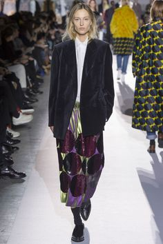 Dries Van Noten Fall 2017 Ready-to-Wear Fashion Show Collection: See the complete Dries Van Noten Fall 2017 Ready-to-Wear collection. Look 55 Fashion Week, Fashion 2017, Look Fashion, Runway Fashion, High Fashion, Fashion Tips, Fashion Design, French Fashion, Ladies Fashion