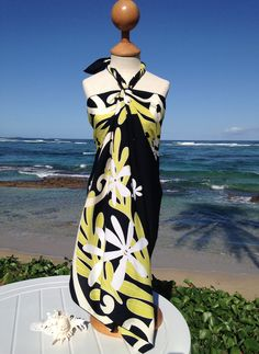 FAIRY TIARE full-size pareos are designed on the beautiful North Shore of Oahu. The chic Polynesian inspired motifs are individually Hand-painted using Batik technique, which makes the design reversib