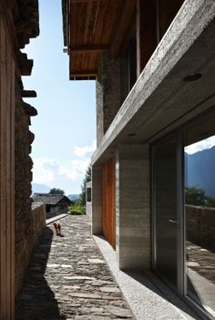 Pictures - Redevelopment of a Barn in Soglio - Architizer Detail Architecture, Blog Inspiration, Villa Rosa, Science Museum, Village Houses, Fear The Walking Dead, Facade, Restoration, Places