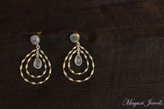 Chalcedony-studded Pure Silver Earrings.