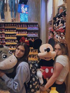 Disney World Fotos, Viaje A Disney World, Disney World Trip, Disney Trips, Cute Disney Pictures, Disney World Pictures, Cute Friend Pictures, Best Friend Photos, Bff Pics
