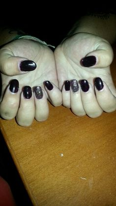 Acrylic tips *deep purple, shellac, mixed glitter ring finger, rounded edge*