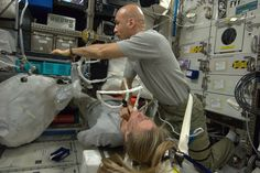 With real-time remote guidance from Houston, Luca Parmitano conducts ultrasound of my vertebrae to study changes in the spine during long duration spaceflight.  KN from space.