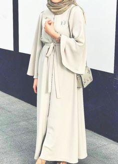 Modern Hijab Fashion, Islamic Fashion, Abaya Fashion, Muslim Fashion, Modest Fashion, Fashion Outfits, Hijab Dress Party, Mode Abaya, Modele Hijab