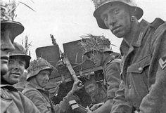 Niemieccy grenadierzy pancerni w drodze n pozycje