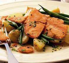 Pan-fried smoked salmon with green beans & chives