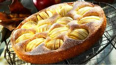Versunkener Apfelkuchen A real temptation that you should definitely taste: sunken apple pie – smarter – time: 30 min. German Apple Cake, Tolle Desserts, German Baking, Sbs Food, Apple Cake Recipes, Apple Butter, Cakes And More, Cupcake Cakes, Sweet Tooth