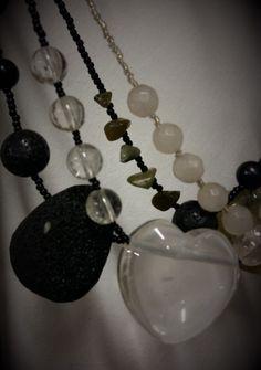 vuorikristallia ja laavakiveä