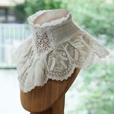 Really nice lace collar Look Vintage, Vintage Mode, Vintage Outfits, Vintage Dresses, Victorian Fashion, Vintage Fashion, Victorian Collar, Lolita Mode, Fashion Details