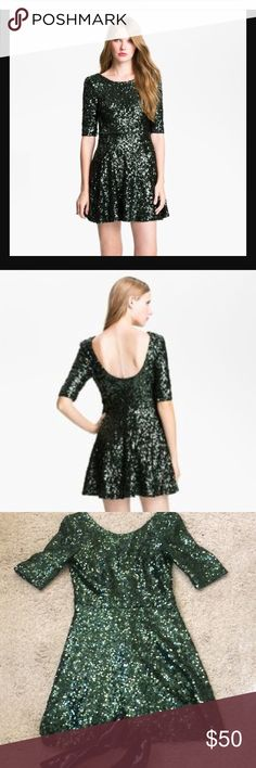 French Connection Ozlem Sequin Dress This sparkly green sequin dress is definitely a showstopper. It is perfect for the holidays and has a flattering fit and flare cut. It is a size 4 and has been worn only once; sequins appear to be in perfect condition. Get it before it's gone. French Connection Dresses
