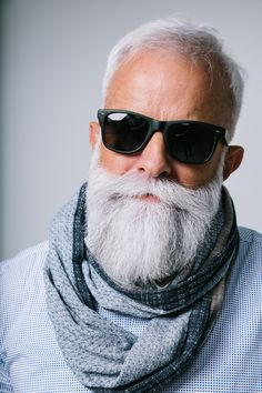 gray hair and beard images at DuckDuckGo Older Mens Hairstyles, Haircuts For Men, Beard Styles For Men, Hair And Beard Styles, Bart Styles, Beard Images, Grey Hair Men, Gray Hair, Beard Tips
