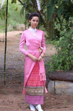 Myanmar Traditional Dress, Thai Traditional Dress, Traditional Wedding Dresses, Vietnam Costume, Thai Dress, Thai Style, Ethnic Fashion, Asia, Costumes