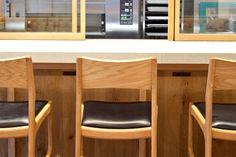 【大阪市 miee bakery(ミーベーカリー)様】 大阪・西心斎橋の「miee bakery」様にて、カウンターチェア「yu-counter chair」×5脚をお使いいただいています。  #カウンターチェア #カウンター椅子 #無垢カウンターチェア #京都 #日本製  #counterchair #cafe #japan #kyoto #北欧インテリア #おしゃれなインテリア #おしゃれなカウンターチェア #おしゃれな椅子 #つくりのいいもの #カフェチェア #カフェ家具 #mieebakery #ミーベーカリー Table, Furniture, Home Decor, Interior Design, Home Interior Design, Desk, Tabletop, Arredamento, Desks