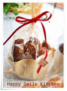 ラッピング Bakery Packaging, Cookie Packaging, Gift Packaging, Dog Recipes, Wrap Recipes, Mini Cakes, Cupcake Cakes, Biscuits Packaging, Coffee Filter Crafts