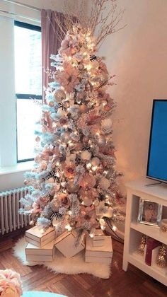 Below are the Pink Christmas Tree Decoration Ideas You Will Totally Love. This article about Pink Christmas Tree Decoration Ideas … Pink Christmas Tree Decorations, Rose Gold Christmas Tree, Tiny Christmas Trees, Elegant Christmas Trees, Christmas Tree Design, Noel Christmas, Christmas Crafts, Christmas Tree Ideas, Christmas Christmas