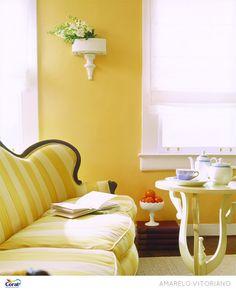 Sala em tons de amarelo