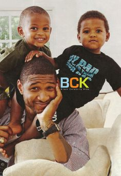 Usher and his babies. :) They are so cute & Usher is a very favorite of mine love his smooth tones & when he hits those high notes wow . My Black Is Beautiful, Beautiful Family, Beautiful People, Amazing People, Beautiful Children, Beautiful Men, Fathers Love, Father And Son, Black Fathers