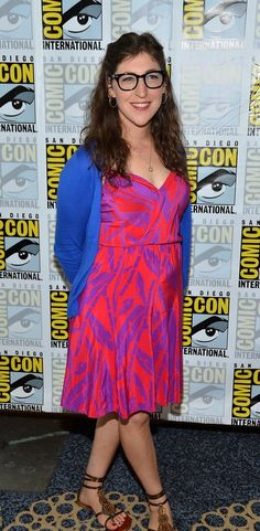 The Top Ten Most Awesomely Modest Women In Hollywood Big Bang Theory Actress, Celebrity Style Inspiration, Celeb Style, Amy Farrah Fowler, Mayim Bialik, Jim Parsons, My Wife Is, Celebs, Celebrities