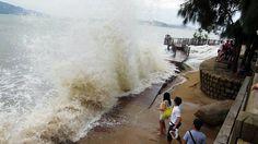 Hong Kong hunkers down for typhoon Usagi