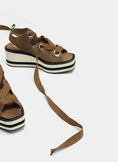 Detalle de producto Flat Sandals, Slide Sandals, Flats, Fashion Terms, Huaraches, Shoe Game, Custom Clothes, Fall Winter, Footwear