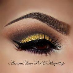 Gold glitter smokey cut crease with dramatic winged liner #eye #makeup #eyes #eyeshadow #smokey #dark #dramatic #glitter