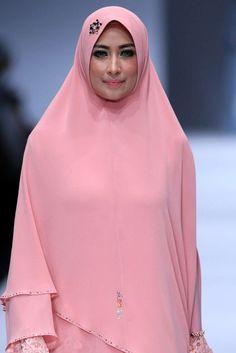 The World's Fashion Business News Skirt Fashion, Hijab Fashion, Islamic Fashion, Business News, Business Fashion, Women Wear, Spring Summer, Muslim, Skirts