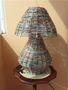 A lamp made out of upcycled newspaper Newspaper Basket, Newspaper Crafts, Magazine Crafts, Magazine Art, Upcycled Crafts, Recycled Art, Twig Furniture, Recycled Magazines, Trash Art
