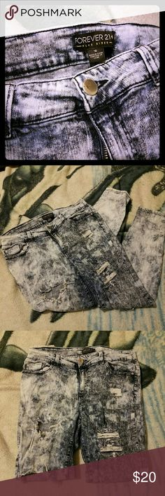 Forever 21+ Distressed Stone Washed Jeans Distressed strech stone washed jeans Forever 21 Jeans Skinny