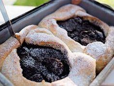Švestkové rozpeky — Co naše babičky uměly a na co my jsme zapomněli — Česká televize Pie, Desserts, Food, Torte, Tailgate Desserts, Cake, Deserts, Fruit Cakes, Essen
