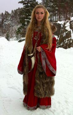 viking woman (Viking Blog elDrakkar.blogspot.com)