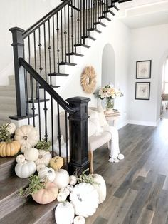Welcoming Fall Home Tour-Rustic Chic Style - My Texas House rustic home decor Farmhouse Decor, Rustic House, Rustic Chic Style, Diy Home Decor, Autumn Home, Fall Home Decor, Home Decor Styles, Rustic Decor, Home Decor