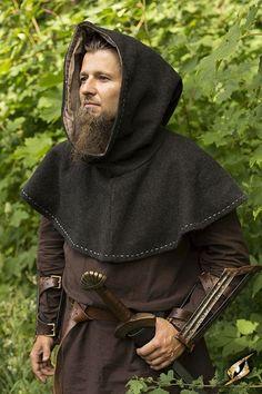 e34425e99d3 homme avec capuchon aussi appelé capuche souvent laine au moyen age il  servait a se proteger