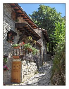 Bulnes II - Bulnes, Asturias Beautiful Places To Travel, Amazing Places, Cool Places To Visit, Places Around The World, Around The Worlds, Spain Culture, Asturias Spain, Paraiso Natural, Balearic Islands