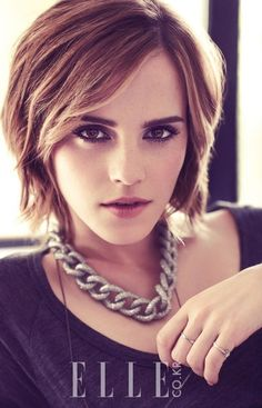 Trendy Short Hairstyles Celebrity Haircuts Emma Watson Love this hair! Wonder how if it would work with my hair? Celebrity Short Hair, Celebrity Haircuts, Bob Haircuts, Hairstyles Haircuts, Medium Hairstyles, Latest Hairstyles, Thick Haircuts, Short Choppy Haircuts, Bouffant Hairstyles