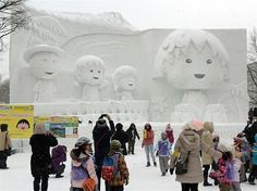 Anime character Chibi Maruko-chan and her family in Hawaii (© AFP/Getty Images)