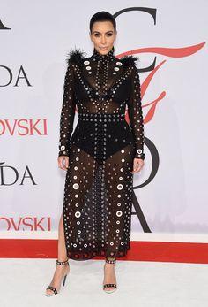 Pin for Later: Seht die schönsten Outfits der Stars bei den CFDA Awards in New York Kim Kardashian in Proenza Schouler