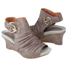 Earthies: Heels with Arch Support and Heel Cup.