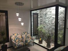 Minimalist living room pictures by KITUR Indoor Courtyard, Internal Courtyard, Interior Garden, Interior And Exterior, Inside Garden, Basement Windows, Living Room Pictures, Minimalist Living, Interior Design Living Room