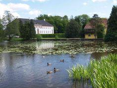 Krengerup Slot og Gods 15 km NØ for  Assens