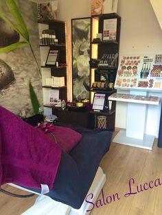 Vanaf nu verkrijgbaar bij Salon Lucca make-up van Golden Rose! Helemaal happy mee! #makeup #goldenrose Lucca, Corner Desk, Make Up, Furniture, Beauty, Home Decor, Drawing Rooms, Corner Table, Decoration Home