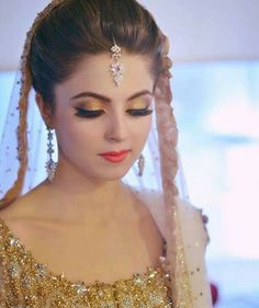 Latest engagement makeup look with golden dress Bridal Makeup Looks, Bridal Beauty, Wedding Makeup, Bridal Hair, Pakistani Bridal Makeup, Pakistani Wedding Outfits, Bridal Mehndi, Pakistani Dresses, Wedding Dresses